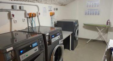 Prádelna pro nájemníky v bytovém domě v Praze na Vinohradech